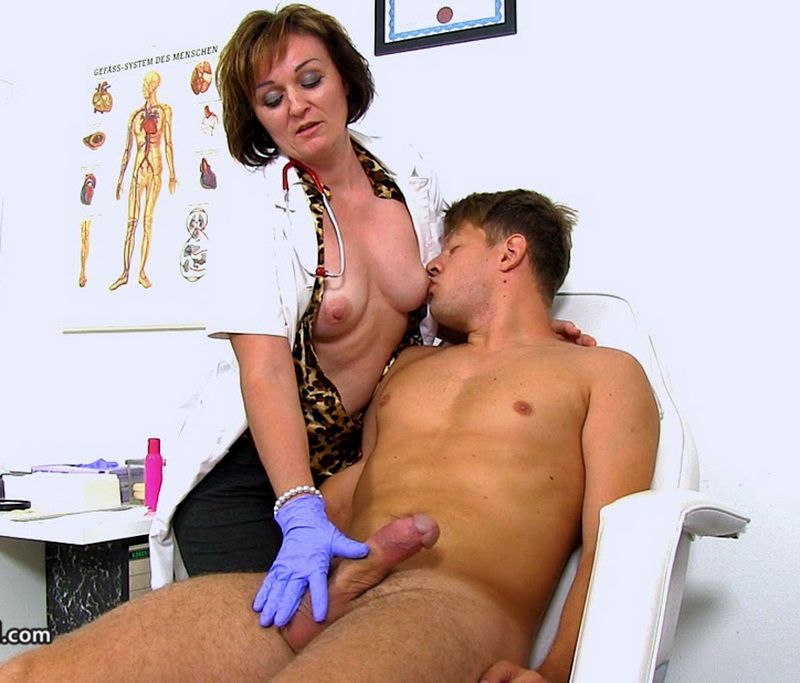 Spermhospital: Rosa T Czech doctor cougar Rosa big dick wankjob at clinic [HD 720p]