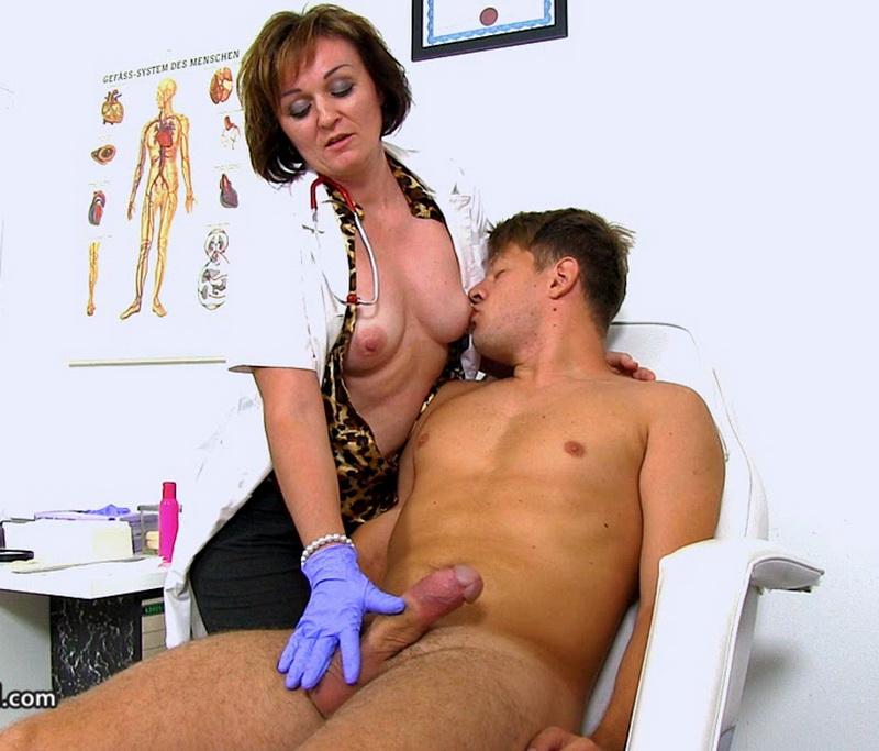 Spermhospital: Rosa T Czech doctor cougar Rosa big dick wankjob at clinic [HD 720p]