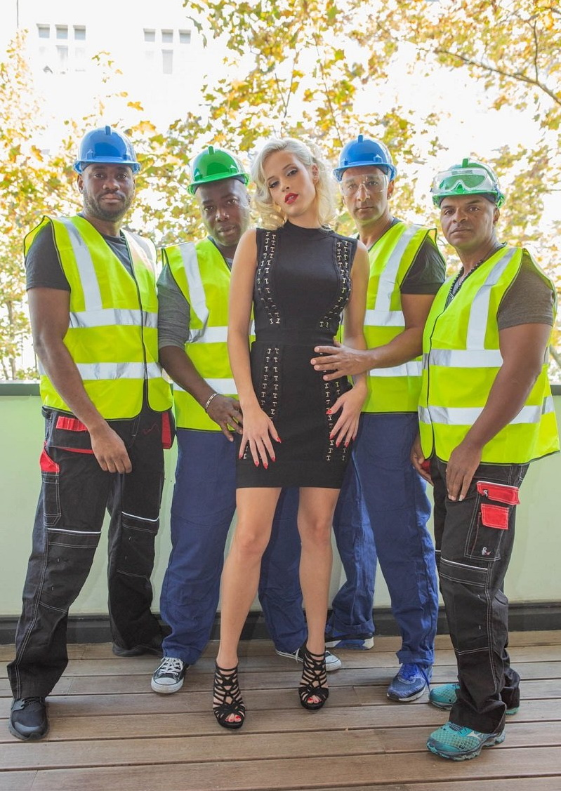Ria Sunn: Blonde Nympho Takes on 4 Studs (FullHD / 1080p / 2018) [Private]
