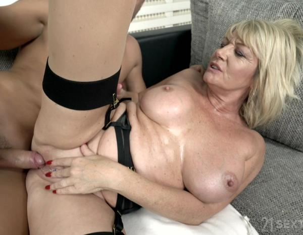Rosemary - Busty Blonde Granny (2018/4K)