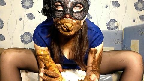 ScatLina - I wear a diaper and take off my mask (FullHD 1080p)