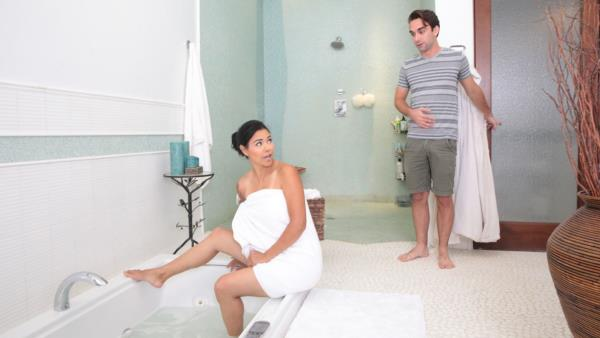 FamilyHookups: Dana Vespoli - Bath Time With Stepmom (FullHD) - 2019