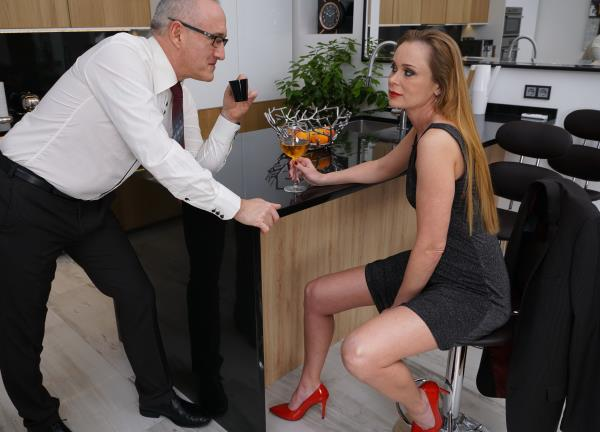 Mature: Nika - Horny housewife Nika fucking and sucking in her kitchen (FullHD) - 2019