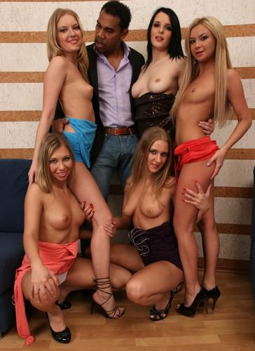 Sara Lewis, Bella, Jessy Brown, Liana B, Monica B - Reverse Gang Bang 4 (SD)