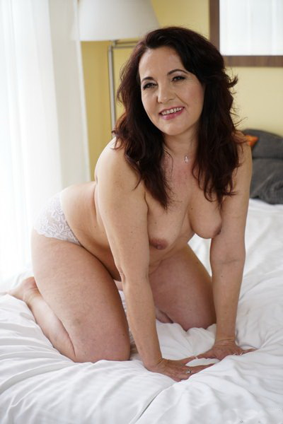 21Sextury: Red Mary - Older Is Better (FullHD) - 2019