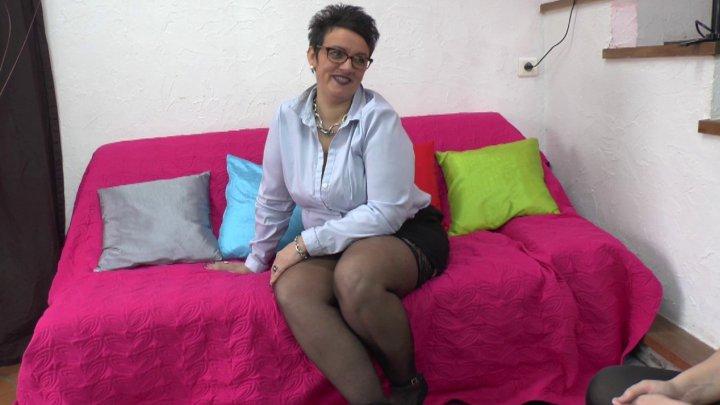 LaFRANCEaPoil: (Kelly) - Kelly, milf nympho de 40 ans assure comme une pro lors de son casting [HD / 609 MB]