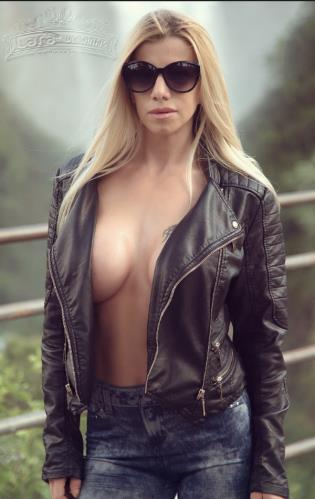 Lara De Santis - Gang Bang with Italian blond Milf (SD)
