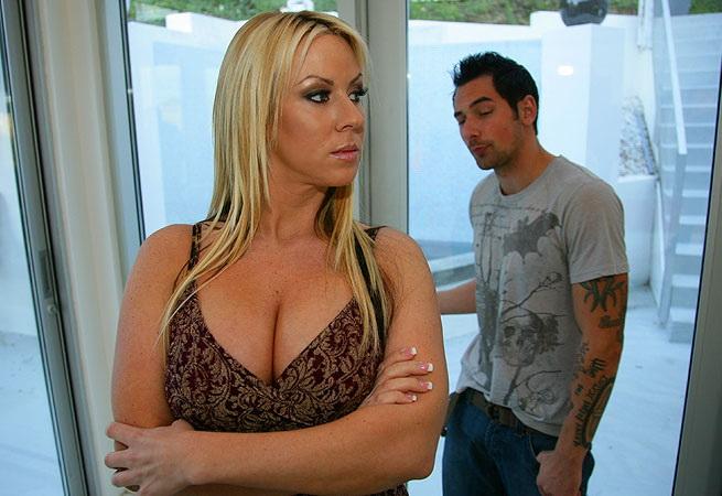 Carolyn Reese - Dexters Mom Has Big Tits (BangBros) [HD 720p]