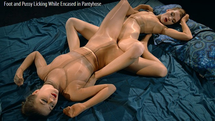 Merry Pie, Rossy Bush - Foot And Pussy Licking While Encased In Pantyhose (StraplessDildo) [FullHD 1080p]
