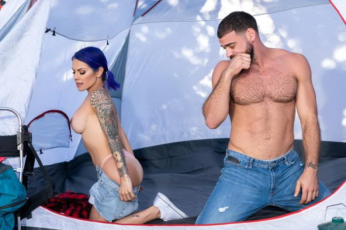 Foxxy, Ricky Larkin - Pitching A Tent [FullHD 1080p]
