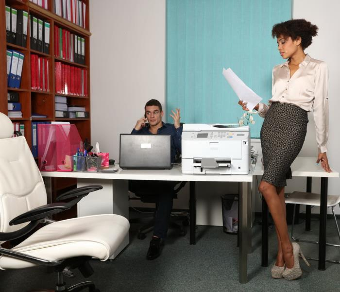 Luna Corazon - Ebony office babe hot for coworker (SD 480p) - SexyHub - [2019]