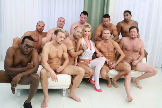 LegalPorno: Lara Onyx, Franco Roccaforte, Erik Everhard, Ian Scott, Mike Angelo, Angelo, Max Born, Paul McCaul, Luca Ferrero, Moe The Monster, Matt - Lara Onyx gangbang SZ1537 (SD) - 2019