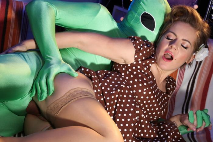 Sasha Zima - Mom gets probed on Halloween (FullHD 1080p) - MomXXX - [2019]