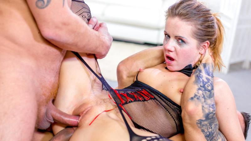 Sasha Zima: Simultaneous anal and face fuck for wild babe (FullHD / 1080p / 2019) [PornDoePremium]