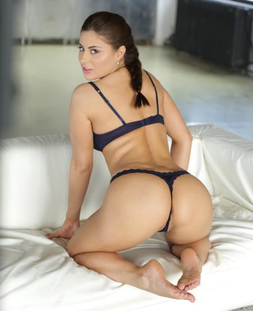 Nikki Waine - Pealing Panties (SD)