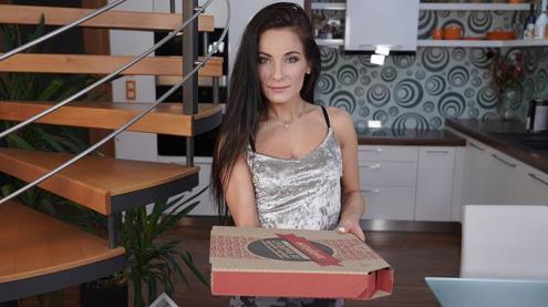 Lexi Dona - I Hope You Brought Some Pizza (06.02.2019/VRHush.com/3D/VR/UltraHD 2K/1920p)