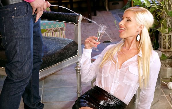 Vanessa - Give That Sexy Smoker Some Piss Champagne (FullHD 1080p) - Tainster - [2019]