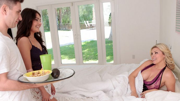 Adria Rae, Danica Dillon - Mothers Day Was His Only Explain! (Familystrokes) [FullHD 1080p]