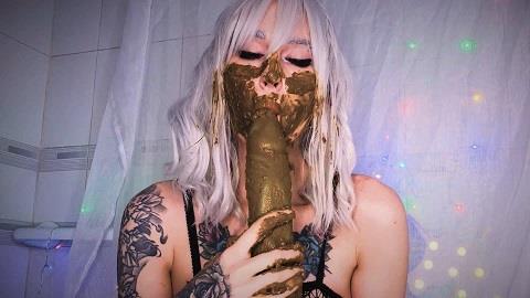Scat girl versus kinky dragon dick / DirtyBetty / 08-02-2019 [FullHD/1080p/WMV/576 MB] by XnotX