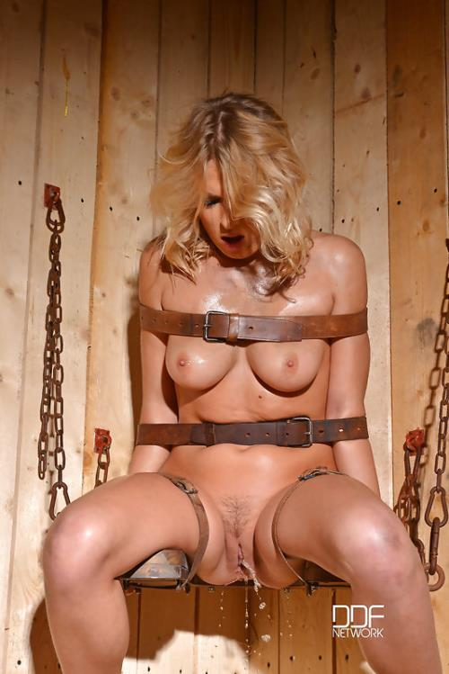 Lucy Heart - She Can't Hold Back (FullHD)