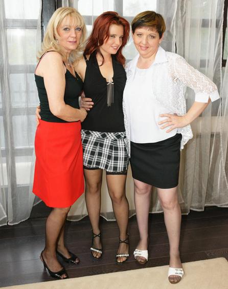 Elvire(44), Eleanor(61), Lora(20) - Lesbian-Alex82 (2019/HD)
