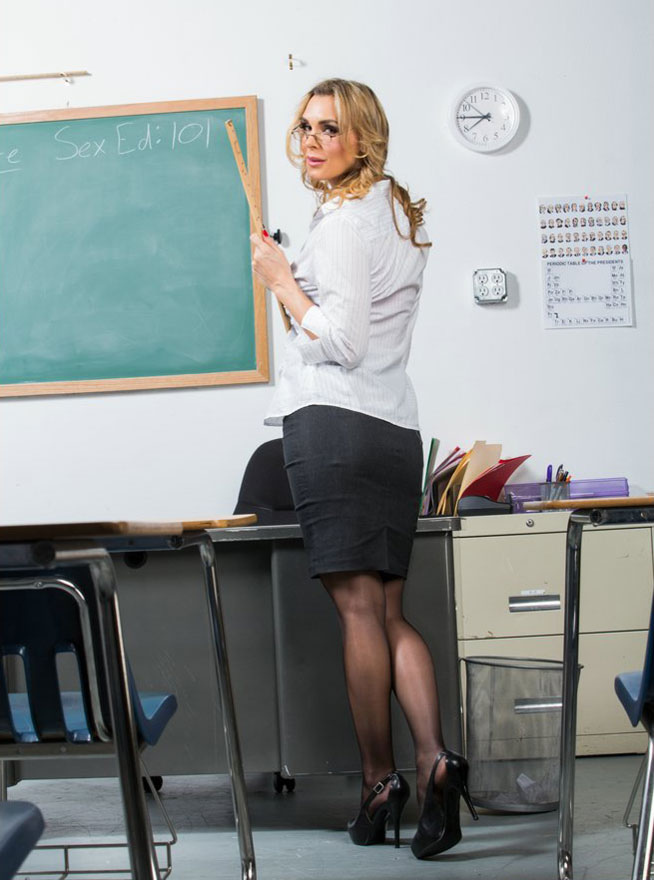 Tanya Tate - Hot Teacher [PureMature] (HD|MP4|550 MB|2019)