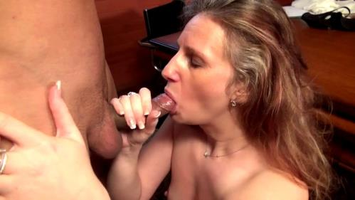 Christina - Une maman timide mais anale (603 MB)