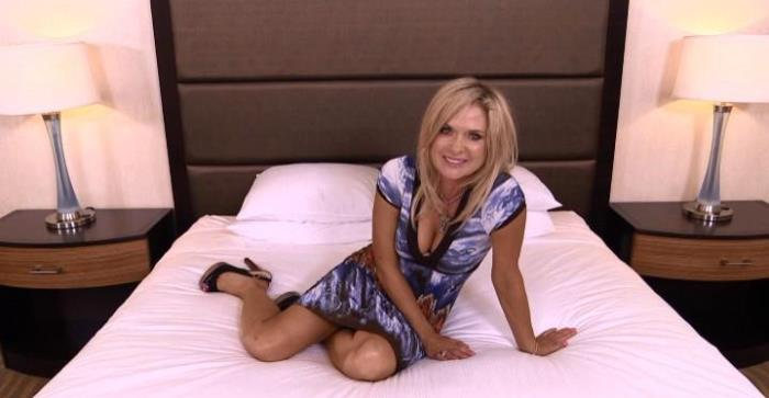 Hillary - 48 year old HOT cougar likes to golf (HD 720p) - MomPov - [2019]