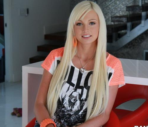 Rikki Six - She Loves Creampies With Her Dick (489 MB)