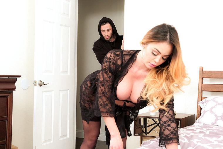 Mia Lelani: 23779 (SD / 480p / 2019) [NaughtyAmerica]