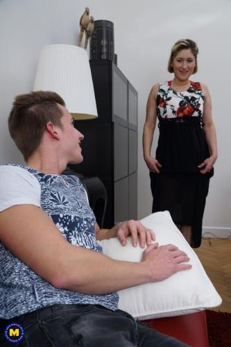 Teresa Lynn - German housewife Teresa doing her toyboy (2019/FullHD)