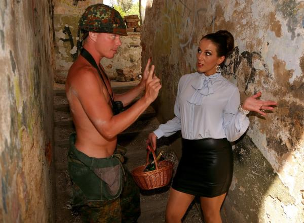 Tainster: Valentina Ross - Thank You For Your Piss Service! (FullHD) - 2019