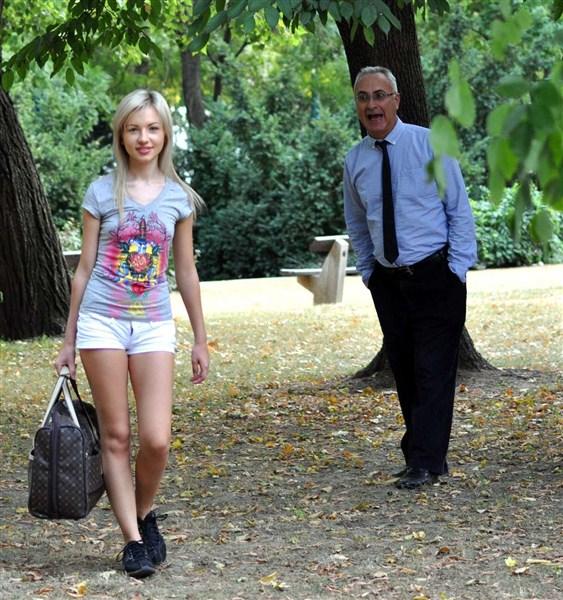 Sasha Rose: The shortest shorts on Earth? (SD / 480p / 2019) [Jimslip]