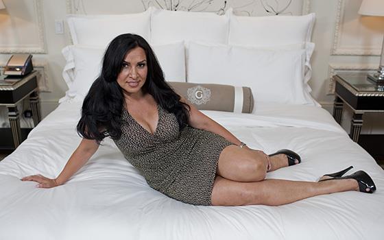 Linda - 42 year old latina with beautiful tits (HD 720p) - MomPov - [2019]