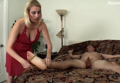 Various Actris - MOM TEASED MY COCK TABOO (FullHD)