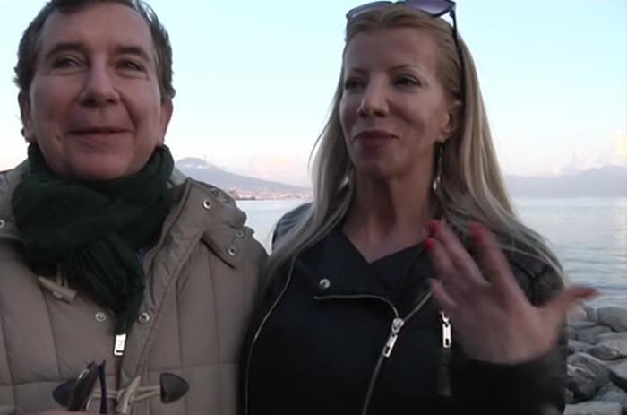 Lara - Naples : Lara cougar sodomaniaque ! [SD 360p]