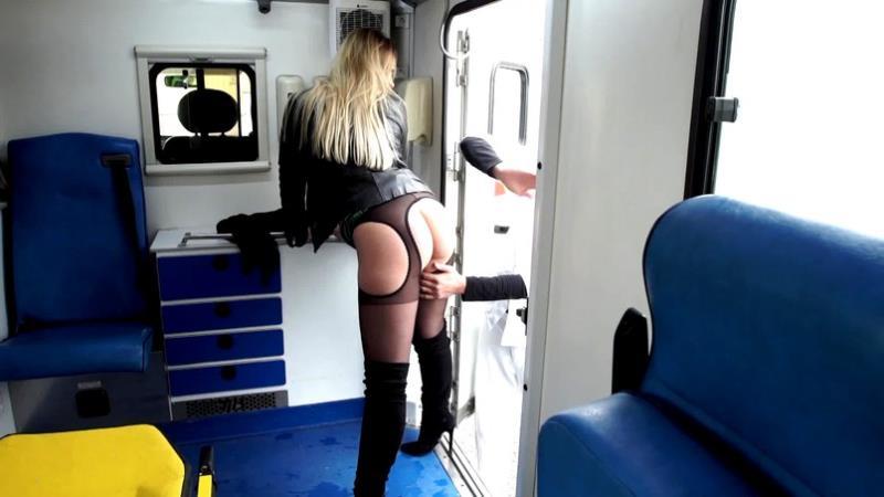 Indecentes-Voisines: Natacha Natacha, 25ans, la totale dans l'ambulance [FullHD 1080p]
