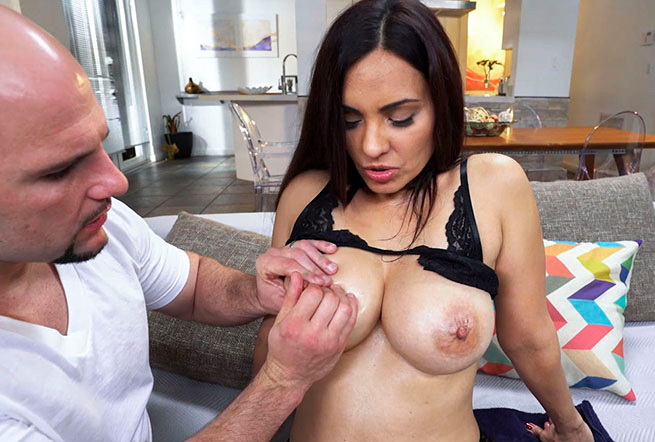 Sophie Leon - Busty Sophia gets wildly fucked (BangBros) [SD 480p]
