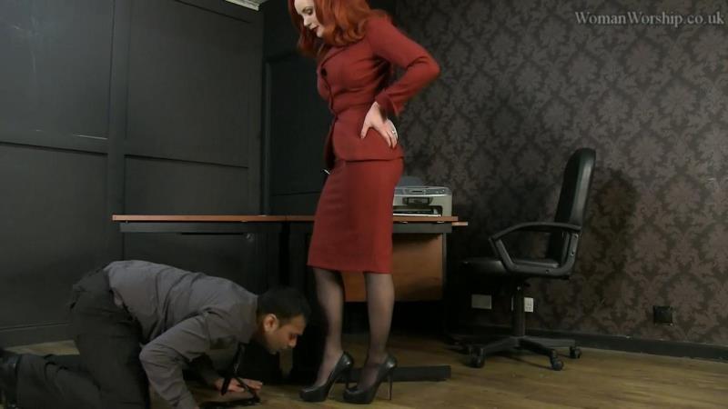 Womanworship.co.uk: Mistress Morrigan Licking Feet for Mistress [HD 720p]