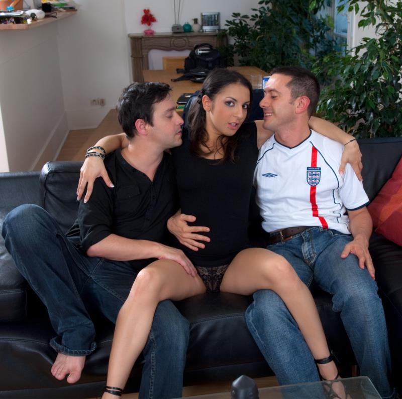 Explicite-art: Le canape (The couch) part 1 - Isabelle Solis [2018] (HD 720p)