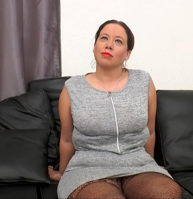 Jenyfer - Jenyfer, 35ans, des Lascars et Des Voyeurs (Indecentes-Voisines) [FullHD 1080p]