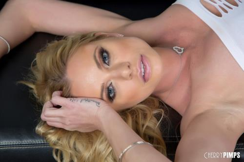 Briana Banks - The Taste Of Success (379 MB)