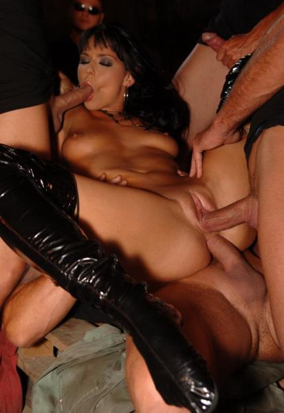 Simony Diamond - Sizzling Gangbang For Simony Diamond (2019/FullHD)