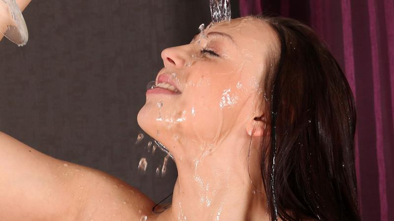 Morgan: Showered (FullHD / 1080p / 2019) [WetAndPissy]