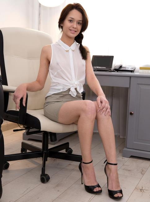 Michelle Can - Nerdy secretary DPed at work (2019/FullHD)