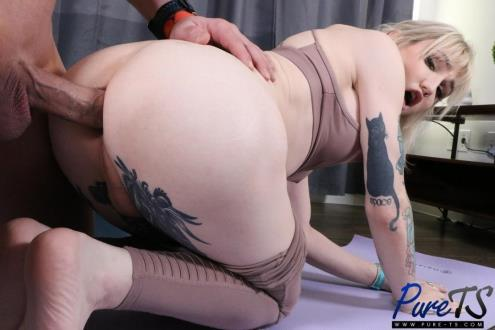 Lena Kelly - Sexual Yoga (08.03.2019/Pure-ts.com/FullHD/1080p)