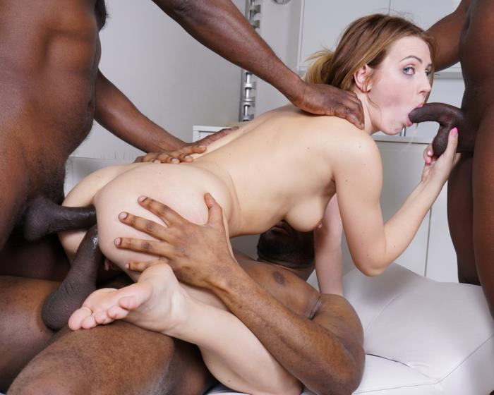 LegalPorno - Timea Bella - Timea Bella Comes To Enjoy Golden Shower With Black Bulls IV302 [SD]