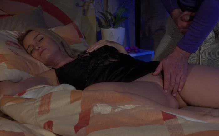 Kathia - Surprise mommy at the night with creampie (FullHD 1080p) - Clips4Sale - [2019]