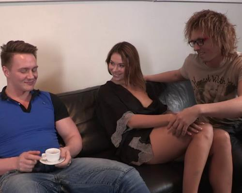 Amber - Double-squirting fuck (862 MB)
