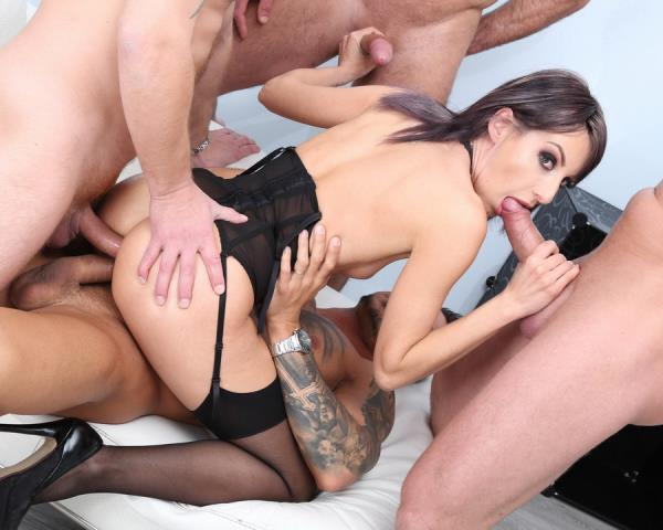 Vicky Sol - Fucking Wet Beer Festival With Vicky Sol Balls Deep Anal, DAP, Gapes, Pee Drink, Facial GIO987 (2019/SD)